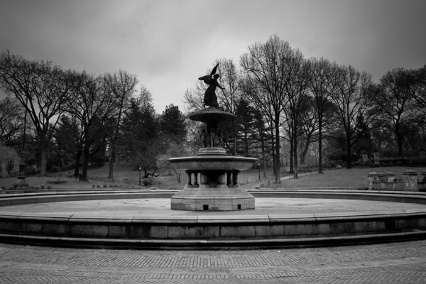 fountain black and white photography